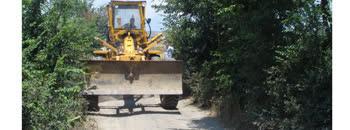 Се поправа локален пат во Младо Нагоричане