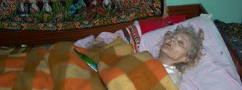 Болна старица една година заклучана во соба