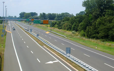 На автопат Куманово – Скопје казнети 89 возачи за брзо возење