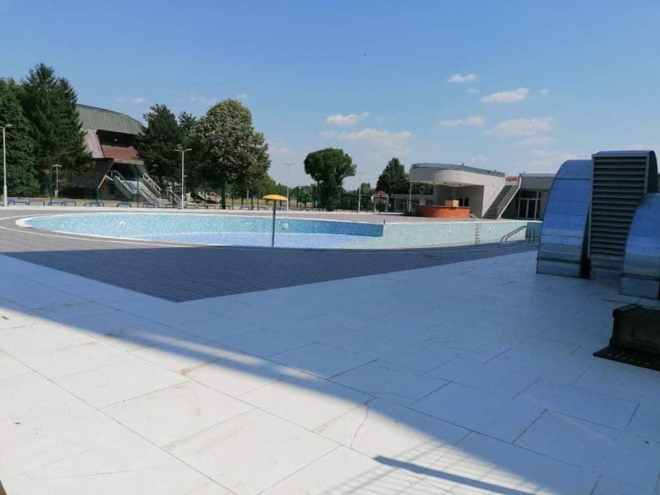 Отворениот градски базен се уште затворен за посетители