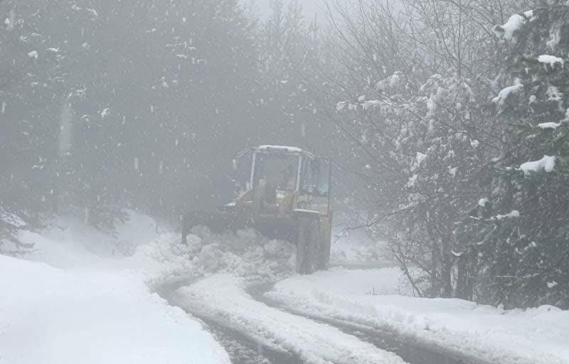 Жителите од Герман и околните села една недела отсечени од светот поради завеани патишта
