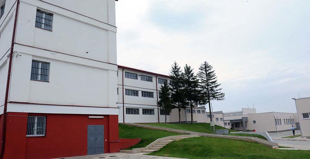 Вработен и тројца затвореници повредени со остар предмет во тепачка во К'шање