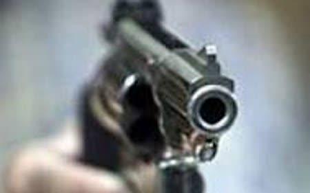 Додека го чистел службениот пиштол повредил гостинка од Америка