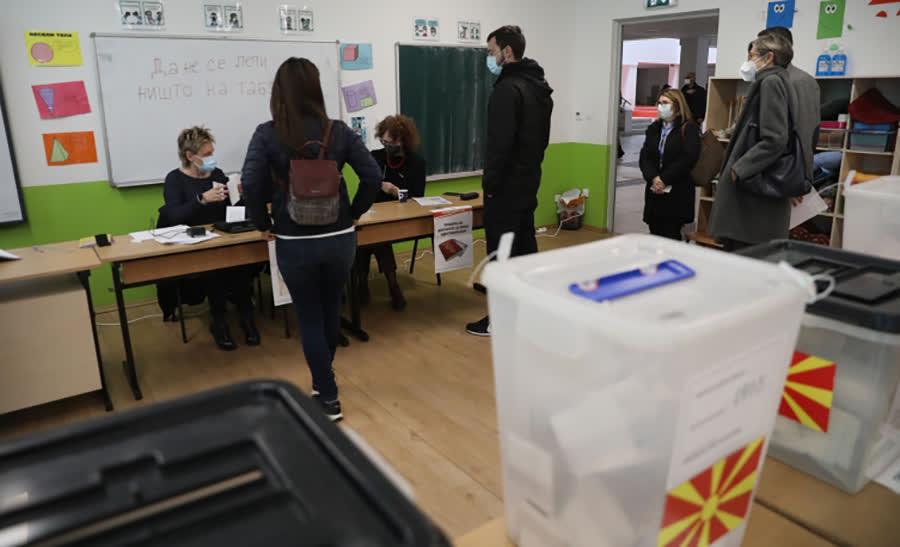 """Гласач фотографирал гласачко ливче на избирачко место во """"Кочо Рацин"""""""