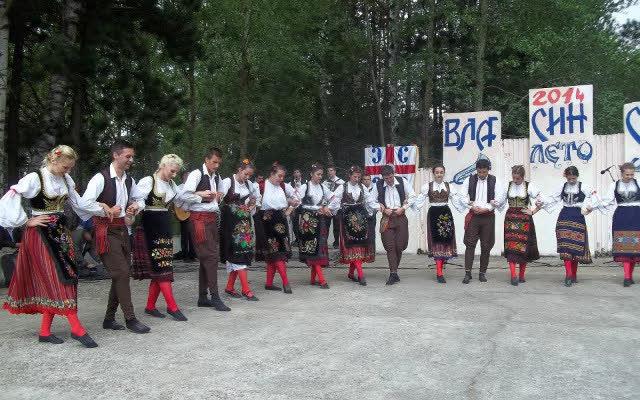 """Годишен концерт на """"Српски вез"""" пред Центарот за култура"""