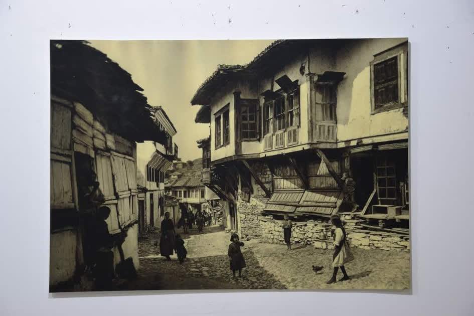 """""""По трагите на фотографијата"""" - изложба во Уметничката галерија во Куманово"""