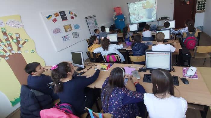 Во Куманово 76 ученици и 17 вработени заразeни со ковид-19