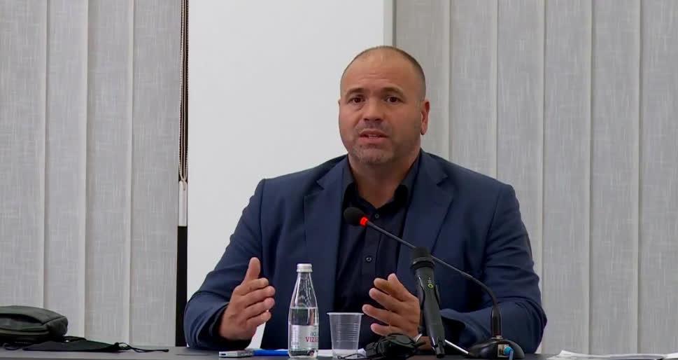 Димитриевски се жали дека МВР го следи и му врши тортура