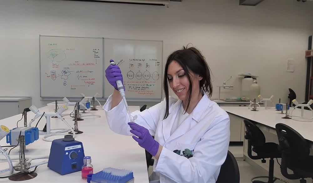 Кумановка истражувач и асистент по молекуларна биологија на факултет во Љубљана