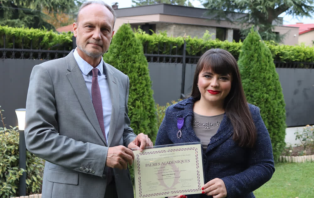 Професорка по француски јазик одликувана со орден - Витез од редот на академските палми на Франција