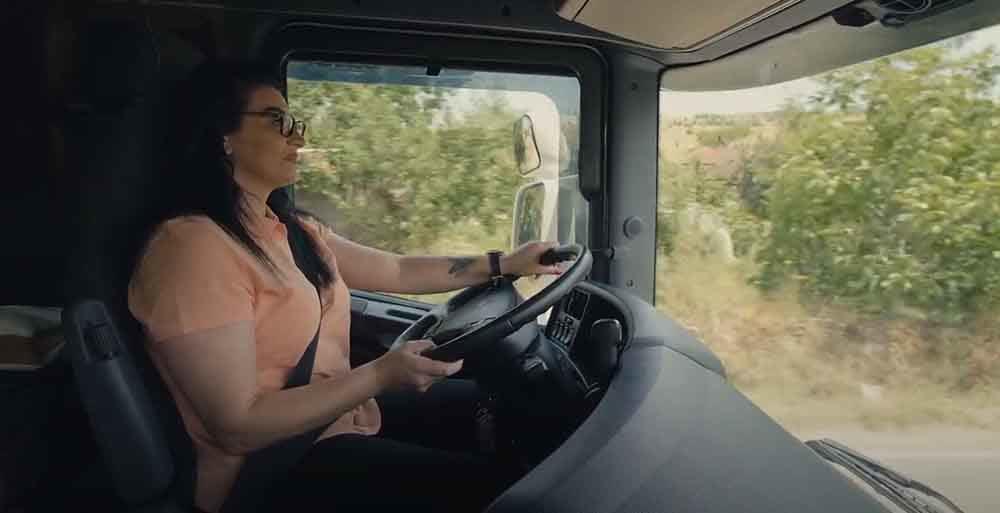 Кривопаланчанка една од малкуте жени во државата што вози шлепер