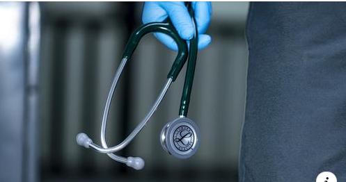 Антиваксерска дезинформација шири паника дека вакцинираните со мРНА вакцина ќе починат од срцева слабост