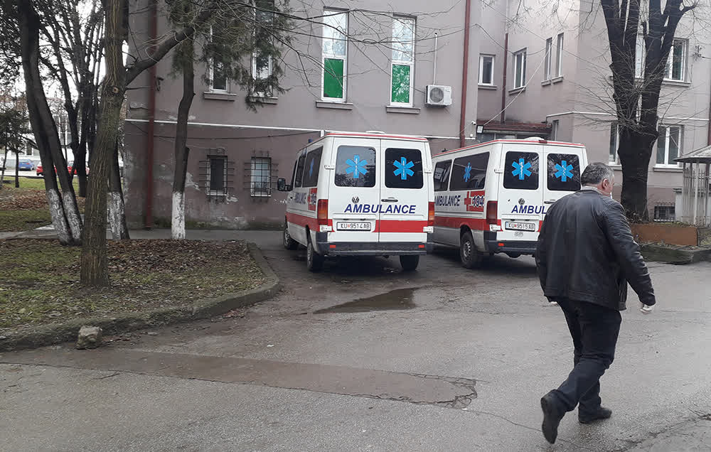 Приведена лекарка во Куманово поради сомнение за примање поткуп и злоупотреба на службена положба